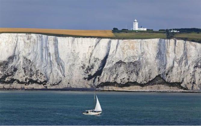 Acantilados de Dover con piedra caliza tiza