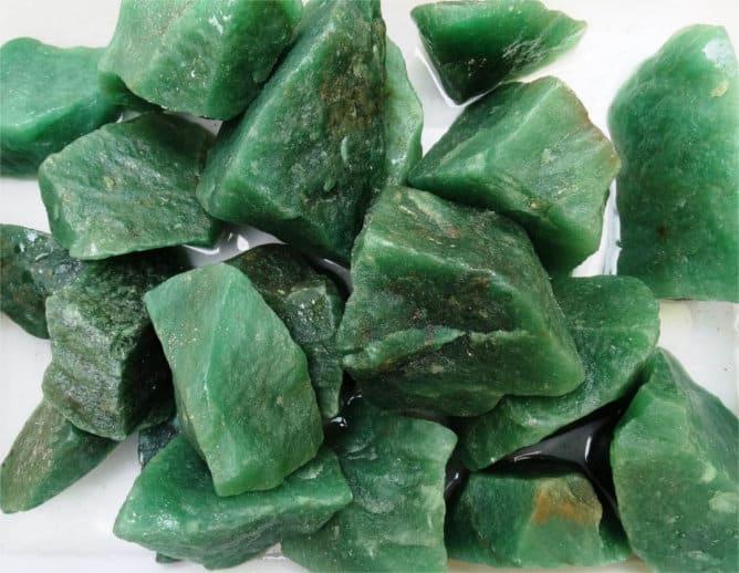 Piedras de cuarzo verde