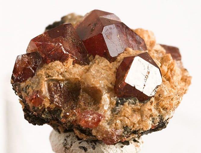 Piedra de circonio marrón