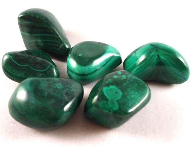 Piedra energética de color verde
